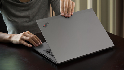 04_Thinkpad_T490S_14Inch_Still_Life_Photography1_400x225